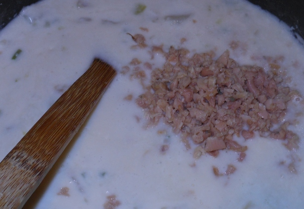 Then I added the drained, minced clams.  You can go with a diced clam, but I find the minced is a better texture for this soup.  The larger size of the diced clams doesn't work as well, imho.