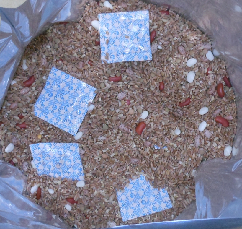 I topped it with my oxygen absorbers. A 5 gallon bag needs at least 2000cc oxygen absorbers. I opted to use 5 - 500cc oxygen absorbers which I had on hand rather than buy 2000cc ones.